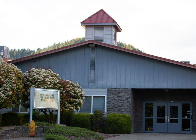 Front entrance of the Grants Pass Seventh-Day Adventist school.